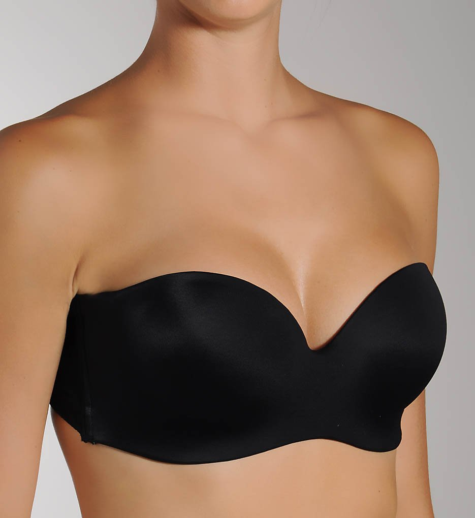 I tried on 15 strapless bras in different sizes to see if a holy savior exists. When I tried each one, I did a few tests. When I tried each one, I did a few tests. I saw how it looked under a tank top, I jumped in place, I raised my arms, I danced around, doing everything short of the Macarena.